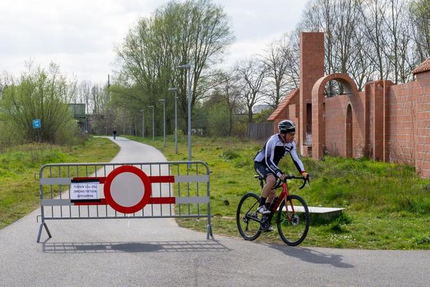 Twaalf boetes voor fietsers die zich afgelopen weekend toch langs jaagpad waagden