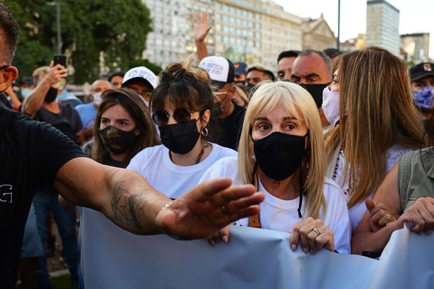 'Ze hebben hem gedood': Argentijnse fans eisen in protestmars opheldering over dood Maradona