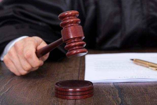 6 jaar cel voor vluchtende tabaksdief die politie probeerde dood te rijden