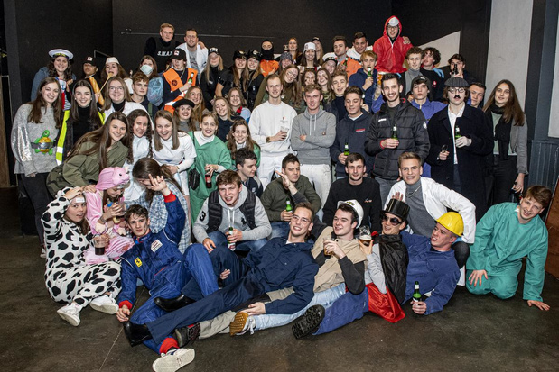 Jongeren van De Komeet in Ardooie gaan op jeugdhuizentocht