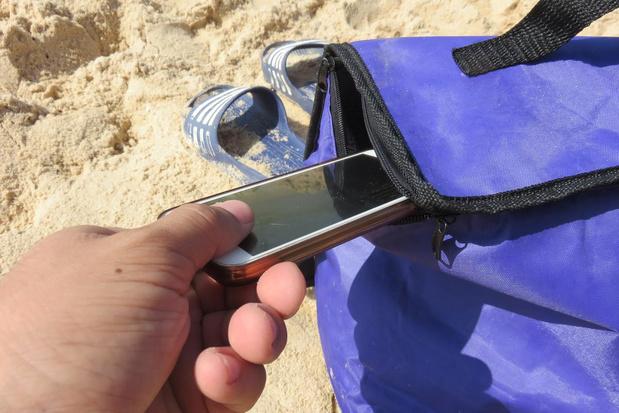 Politie waarschuwt voor gauwdieven op strand