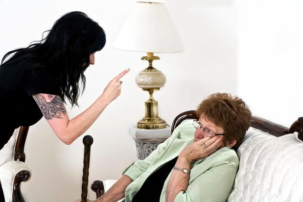 Mieux détecter la maltraitance des personnes âgées
