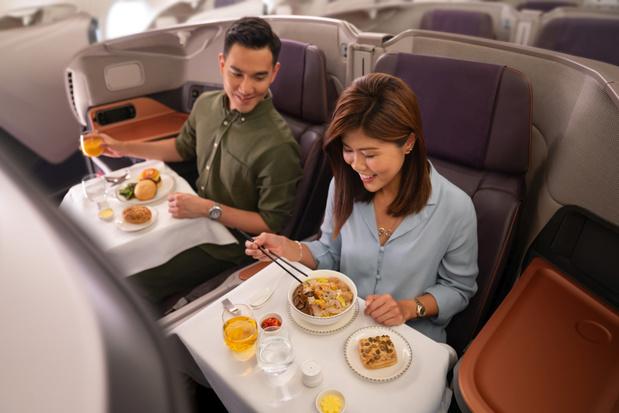 Diner aan boord van stilstaand Singapore Airlines toestel blijkt buitengewoon succes