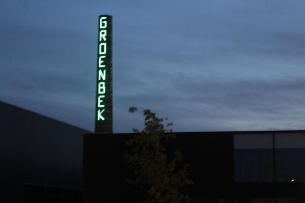 Schoorsteen bedrijventerrein Groenbek in Waregem gerestaureerd en verlicht