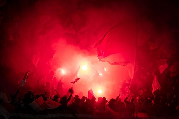 Tien KVK-fans krijgen coronaboete voor sfeeractie voor derby, supportersgroep springt bij