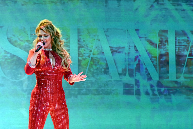 Hot of snot: Shania Twain