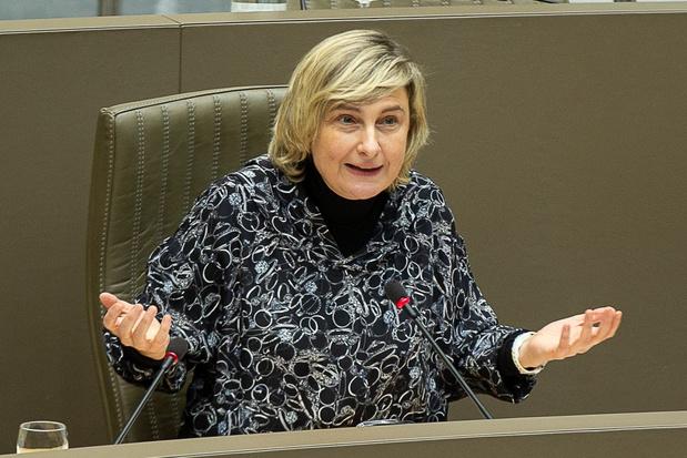 Hilde Crevits: 'Onaanvaardbaar dat banken bij bedrijfsfinanciering kijken naar spaarboekje kinderen'