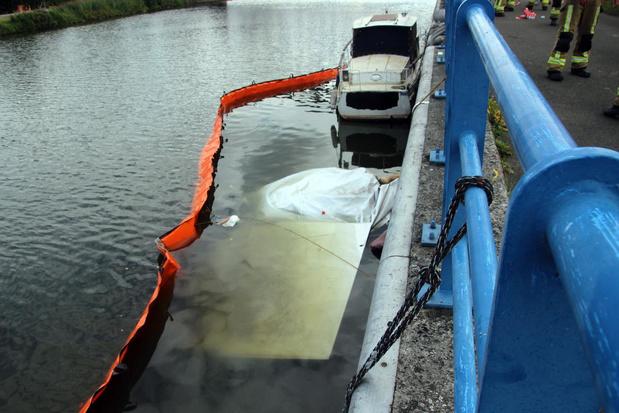 Bootje zinkt in kanaal Bossuit-Kortrijk in Zwevegem