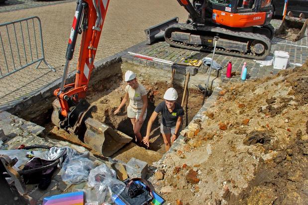 Archeologen graven in vijf proefputten op Steenakker in Wervik