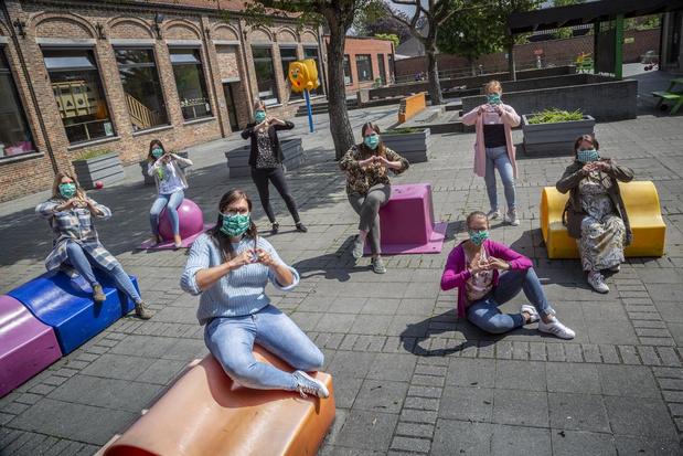Lerarenkorps Klavertje Vier beloont mama's op Moederdag met mondmasker