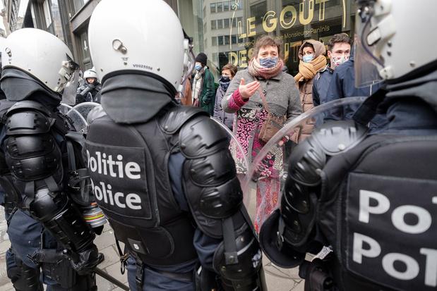 Tegenstanders coronamaatregelen zetten politie onder druk