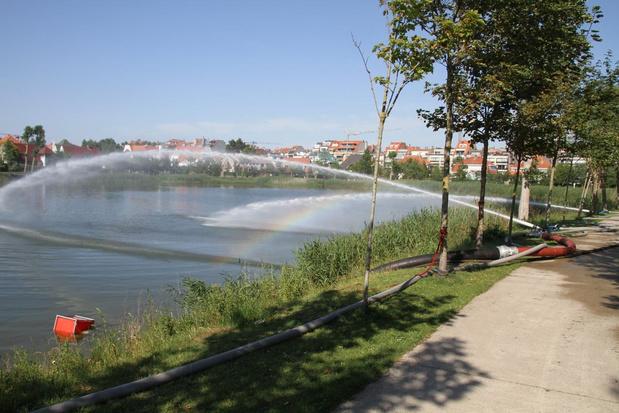 Knokke-Heistse brandweer pompt water op om vissterfte te vermijden