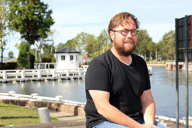"""Raadslid Peter Velle klaagt geurhinder op Plassendale aan: """"De stank jaagt mensen weg"""""""