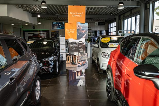Europese autoverkoop meer dan gehalveerd in maart