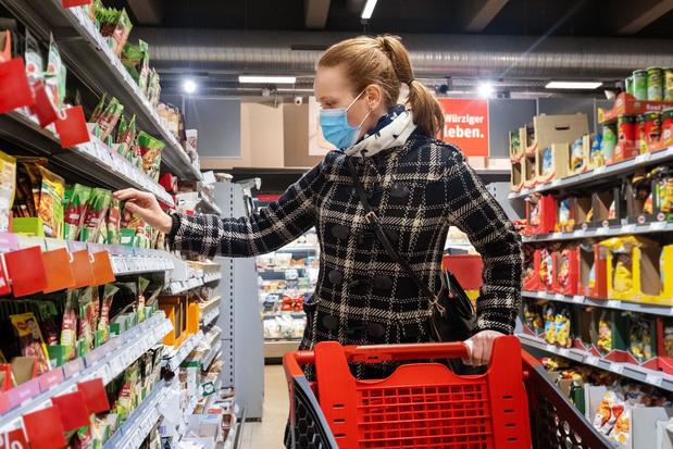 De Hoge Gezondheidsraad beveelt aan om het dragen van maskers in winkels verplicht te maken