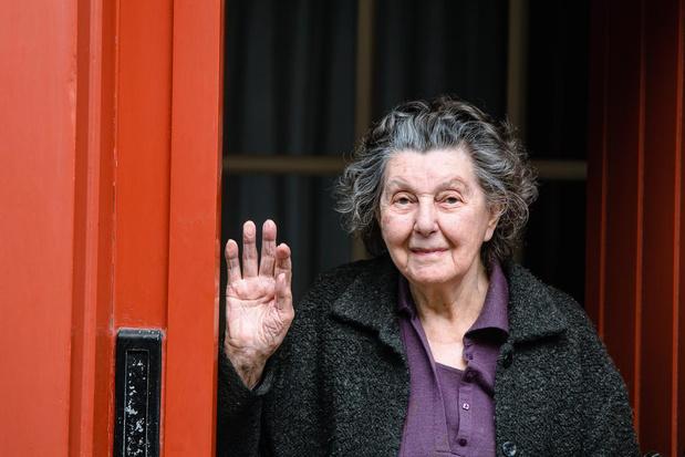 VIDEO Brugse Maria Noppe krijgt onverwacht muzikaal cadeau voor 94ste verjaardag