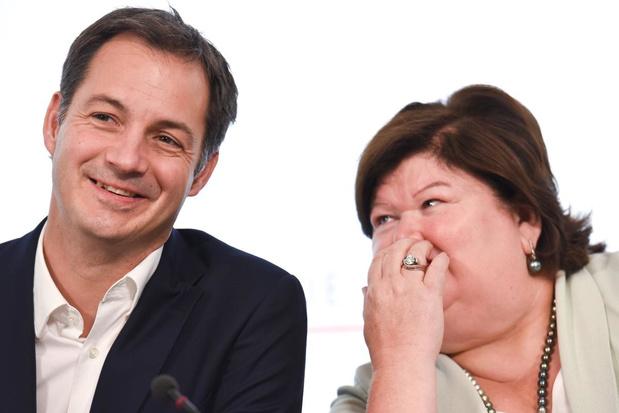 Les décisions du gouvernement durant la crise relativement soutenues par les Belges selon un sondage de Test Achats