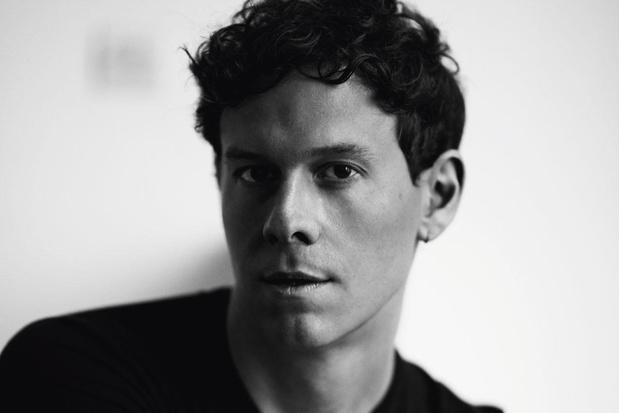Hoe Casey Cadwallader het merk Mugler inclusiever maakte: 'Mode heeft niets met huidskleur of lichaamstype te maken'