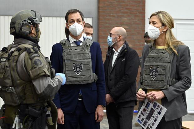De Croo en Verlinden brengen hulde aan speciale politie-eenheden tijdens werkbezoek