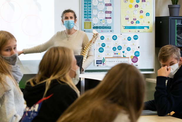 'Vier besmettingen? Hele klas in quarantaine': expertengroep geeft advies over sneltests