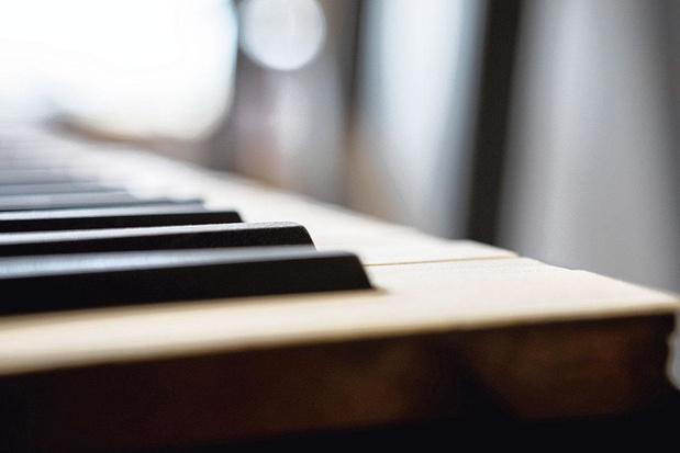 Piano debout