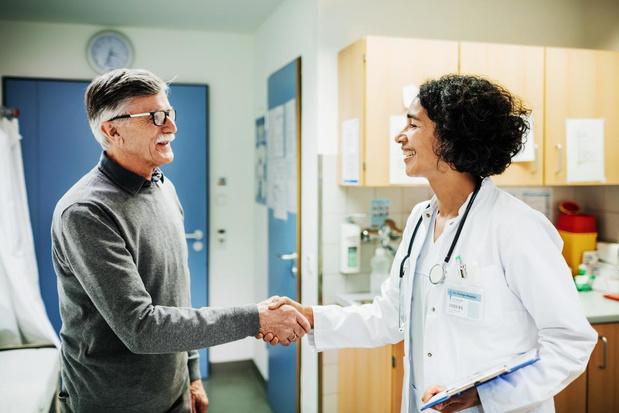 132 nouveaux décès en Belgique (=1.143) et 1.205 personnes hospitalisées aux soins intensifs, 2.872 patients guéris depuis le 15 mars