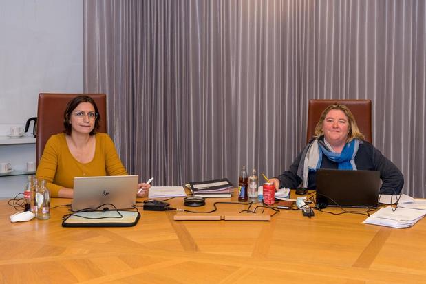Helga Kints legt de eed af als nieuwe voorzitter van de Kortrijkse gemeenteraad