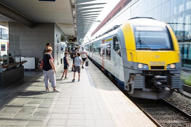 """Kustburgemeesters: """"Deel gratis treintickets pas vanaf oktober uit"""""""