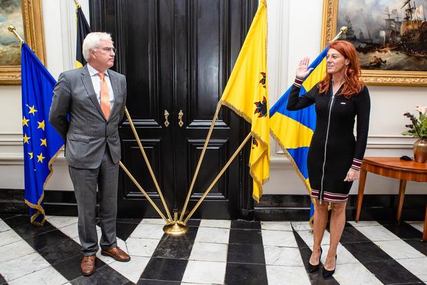 Ruth Vandenberghe legt de eed af als waarnemend burgemeester van Kortrijk