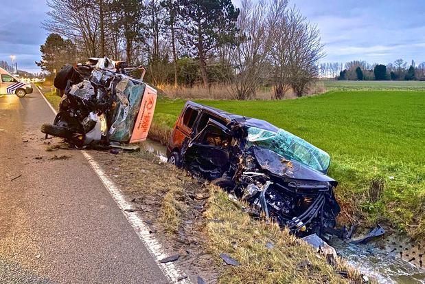 Twee gewonden bij zwaar ongeval op de Gistelsesteenweg in Oostende