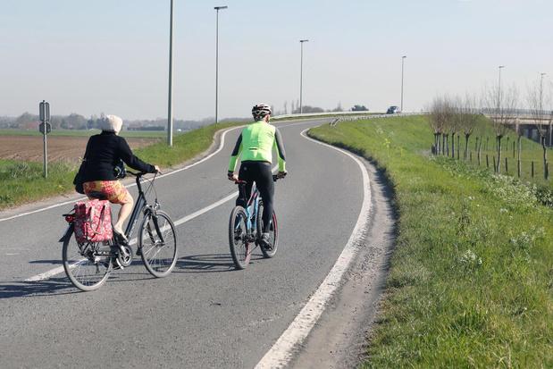Werkzaamheden aan E403-brug in Torhoutse Korenbloemstraat