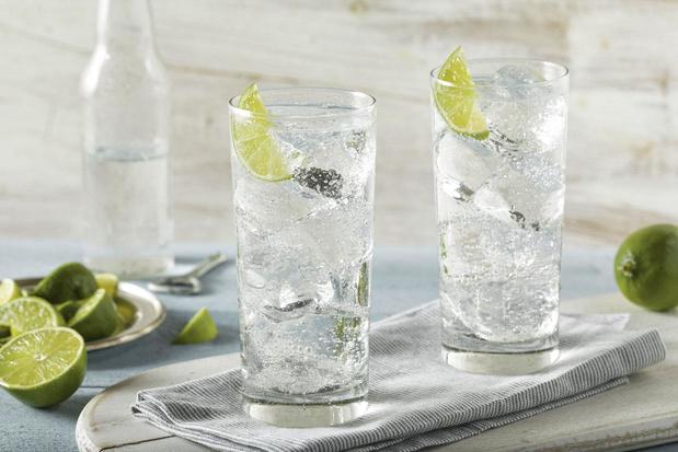 """Que sont ces """"hard seltzers"""", ces eaux alcoolisées qui ont débarqué sur le marché belge?"""