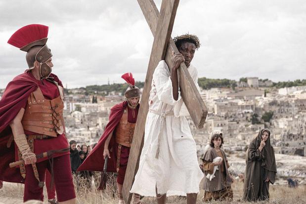 The New Gospel: een intrigerende mix van vluchtelingendocu en bijbels drama, mét zwarte Jezus