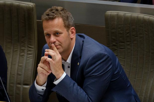 Robrecht Bothuyne (CD&V): 'Schrijf tijdelijk werklozen in bij de VDAB'