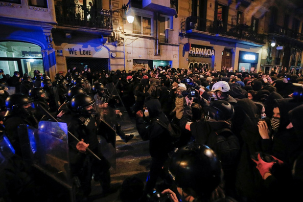 Betogers en politie clashen opnieuw in Barcelona