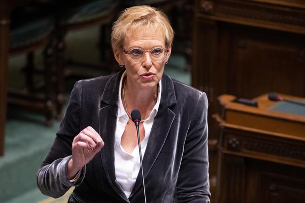 Minister Lalieux (PS) verdedigt aanpak pensioenplan in de Kamer