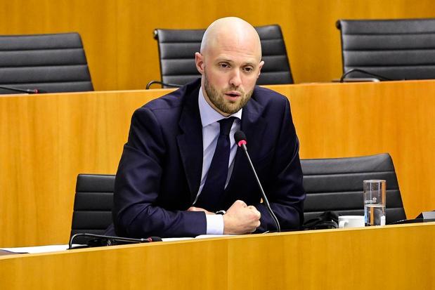 Le gouvernement Vervoort n'a pas réagi à temps au manque d'adhésion à la vaccination à Bruxelles, juge le MR