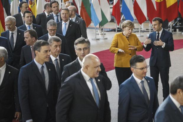 """Rideau sur l'ère Merkel en Europe: une chancelière """"plus pompier qu'architecte"""""""