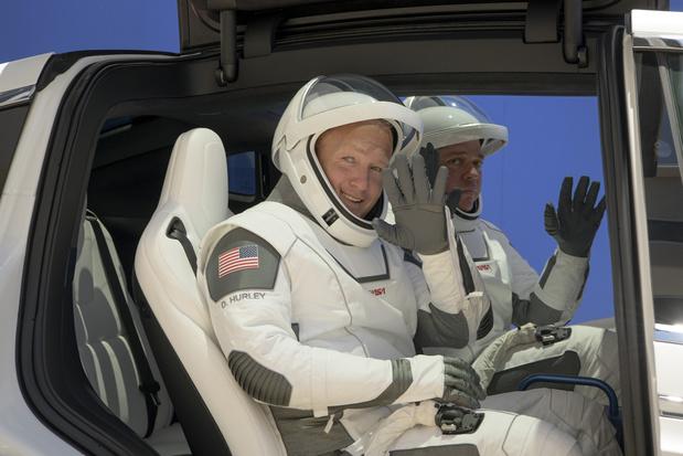 SpaceX schrijft geschiedenis: twee Amerikaanse astronauten in Crew Dragon naar ISS