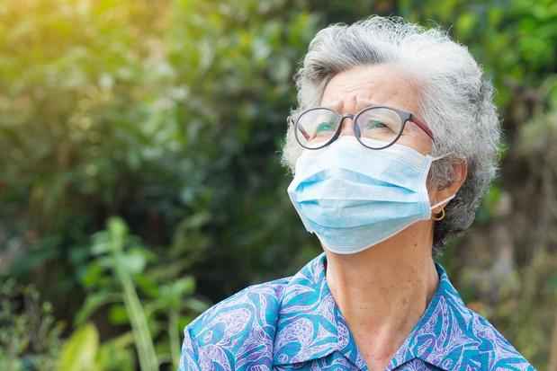 Een mondmasker dragen: tips voor brildragers