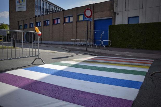 In Menen zie je alle kleuren van de regenboog tegen holebi- en transfobie