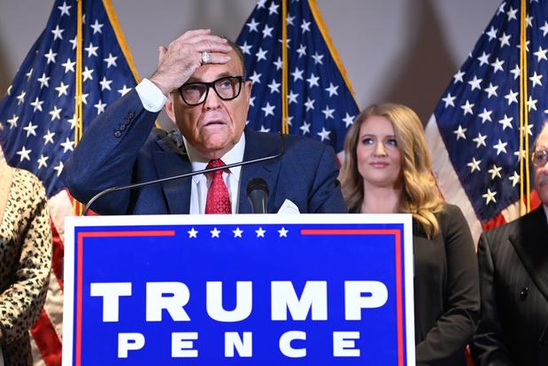 Rudy Giuliani, advocaat van Trump, in ziekenhuis met covid-19