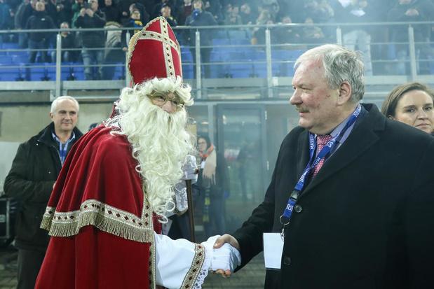Flashback naar 20 mei 2010: SK Beveren en KV Red Star Waasland kondigen een 'officieuze' fusie aan
