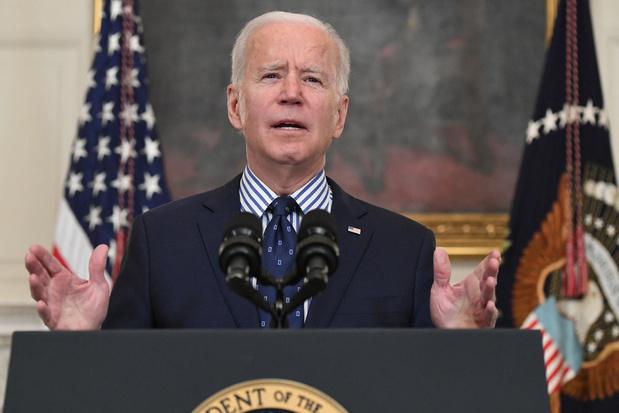 Biden bezorgd over Oekraïne, nodigt Poetin uit voor top