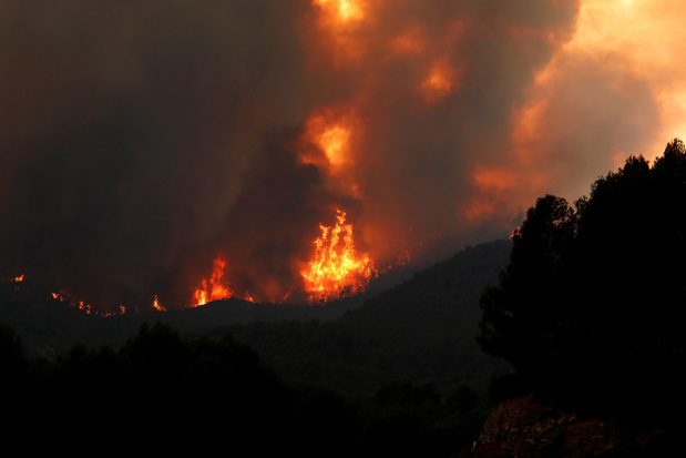 Brand in Catalonië loopt uit de hand, as bereikt Barcelona
