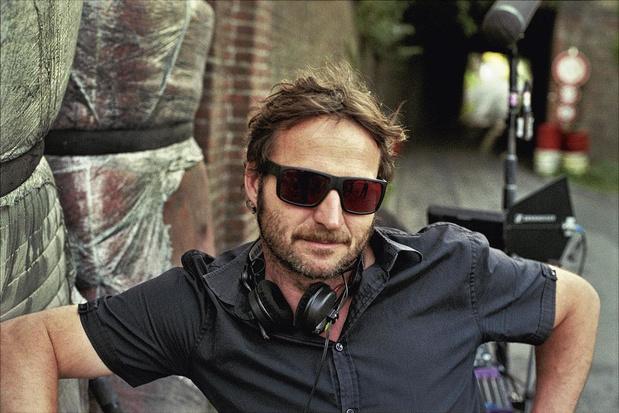 Regisseur Lieven Van Baelen bedacht het script voor 'Rookie' in zijn Portugese boomhut