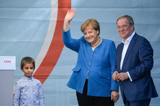 """Merkel roept laatste keer op om voor Laschet en """"toekomst"""" van Duitsland te stemmen"""