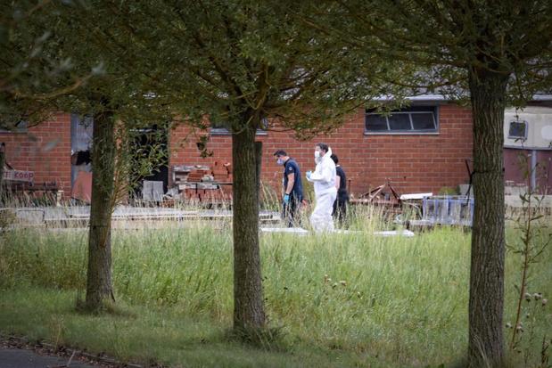 """Politie ontdekt drugslab in oude schuur: """"Er kwamen opvallend veel Nederlanders langs"""""""