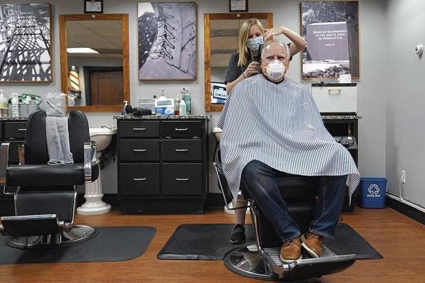 Les salons de coiffure demandent de rouvrir immédiatement