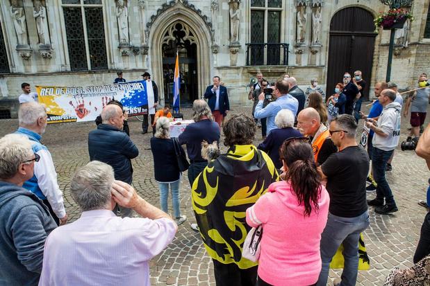 Betoging Voorpost verloopt sereen uit respect voor aanslag op burgemeester